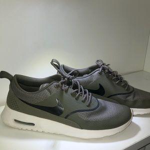 Nike Air Max Thea Medium Olive Green